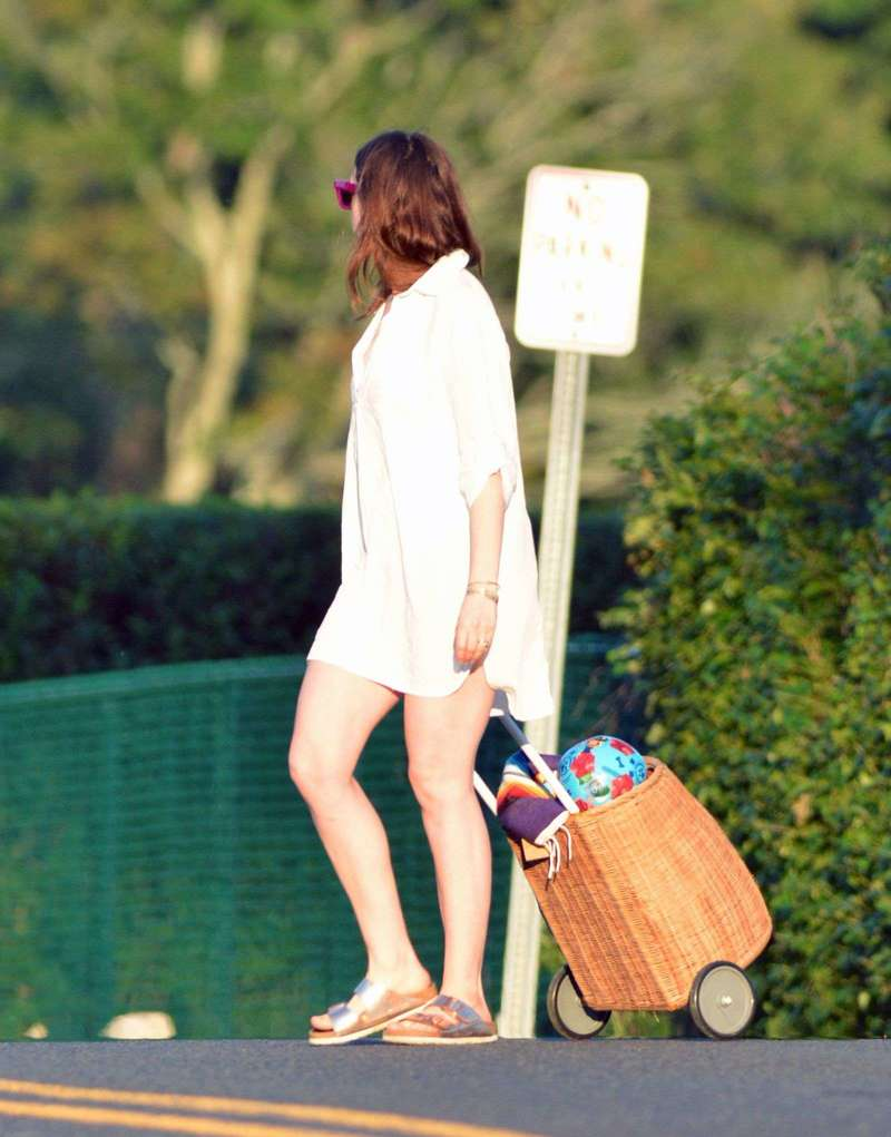Anne Hathaway Latest Photos and images in Connecticut