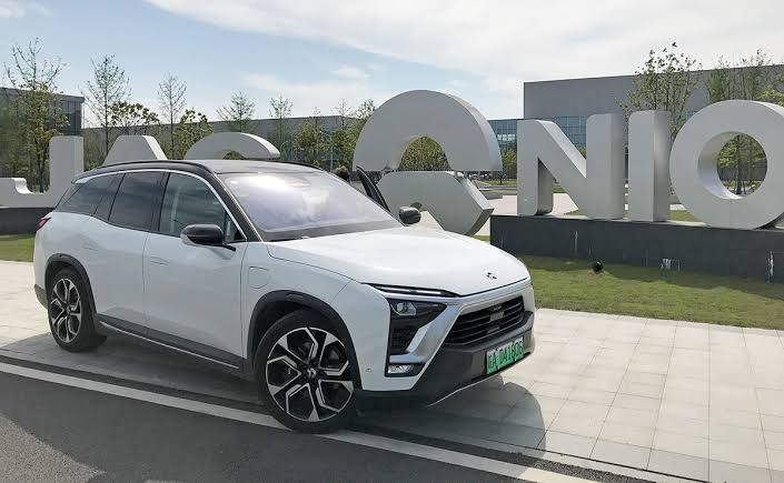 What the advantages and disadvantages of investing in NYSE: NIO stock?