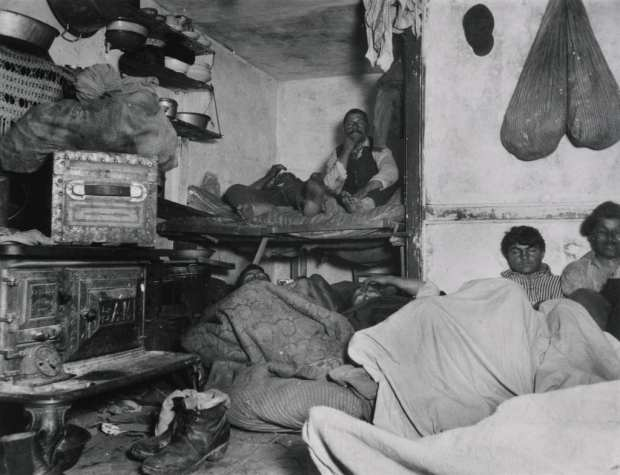 "Jacob Riis, ""Lodgers in a Crowded Bayard Street Tenement,"" Wikimedia Commons, accessed July 28, 2015."