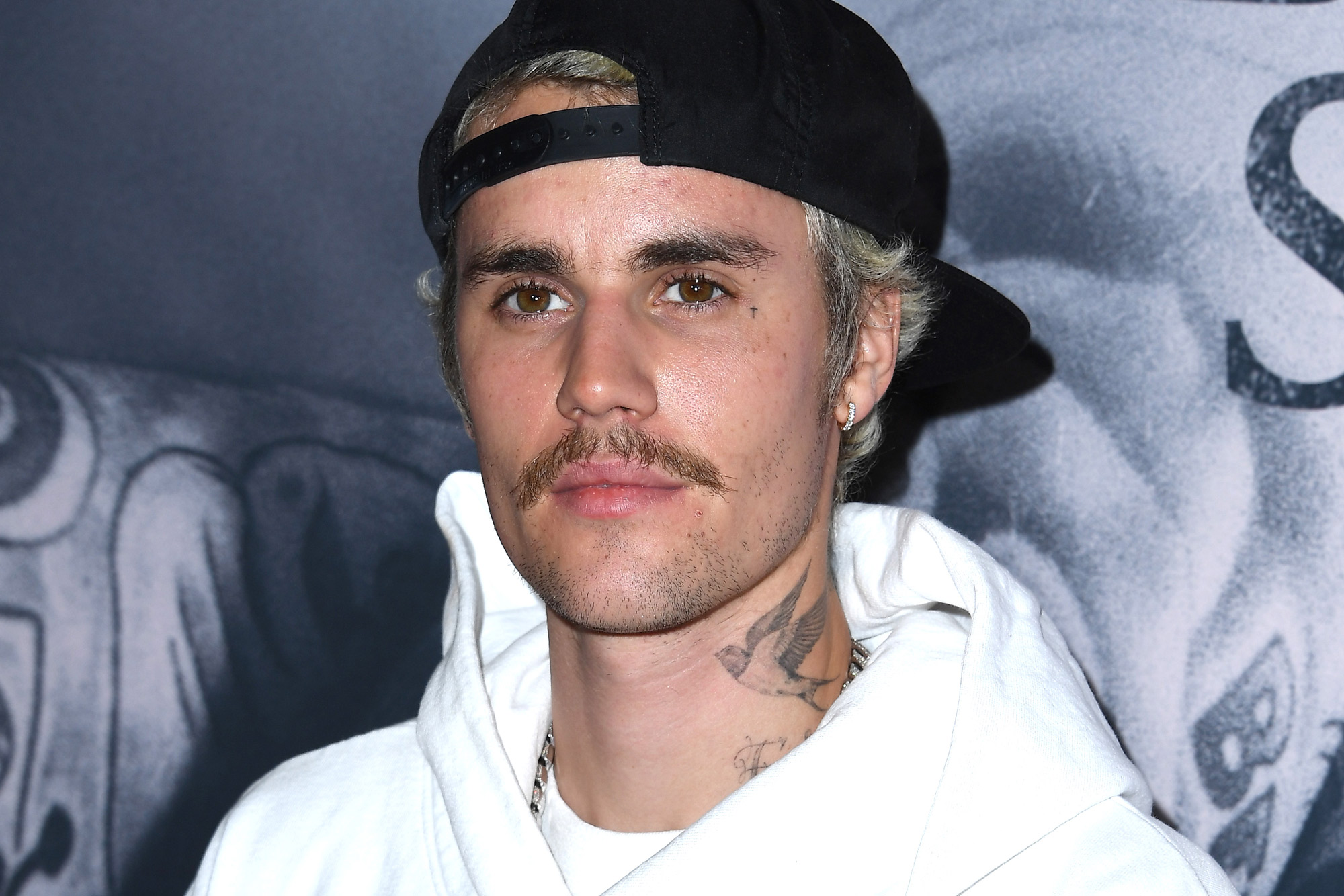 Justin Bieber shows off giant new neck tattoo