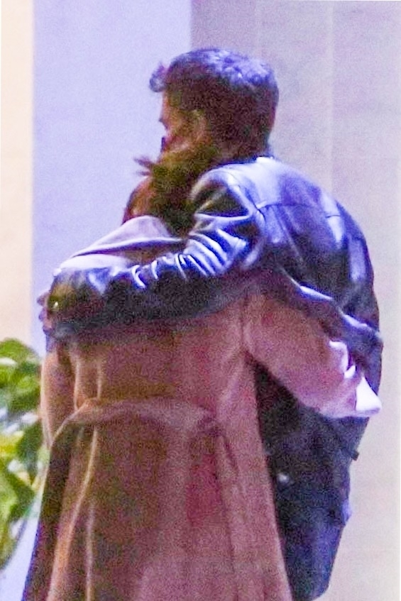 *PREMIUM-EXCLUSIVE* **HOLD FOR MARIA** Jennifer Lopez and Ben Affleck confirm their relationship status with PDA while on a dinner date!