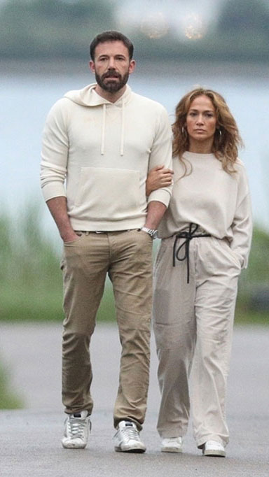 Ben Affleck and Jennifer Lopez spotted strolling in the Hamptons - Big  World Tale