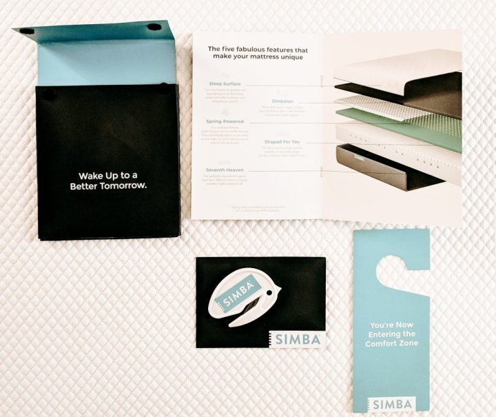 Image of the insert that comes with the simba mattress including a leaflet, a packaging opener and a door hook