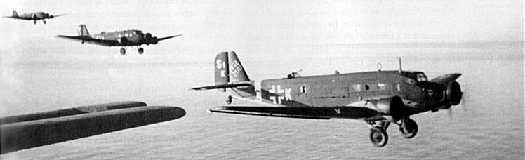 A Ju 52/3m flight from 1./KGr.zbV. 600 over the Mediterranean Sea, in 1943. (Source: Stofs Ju52/3m Page)