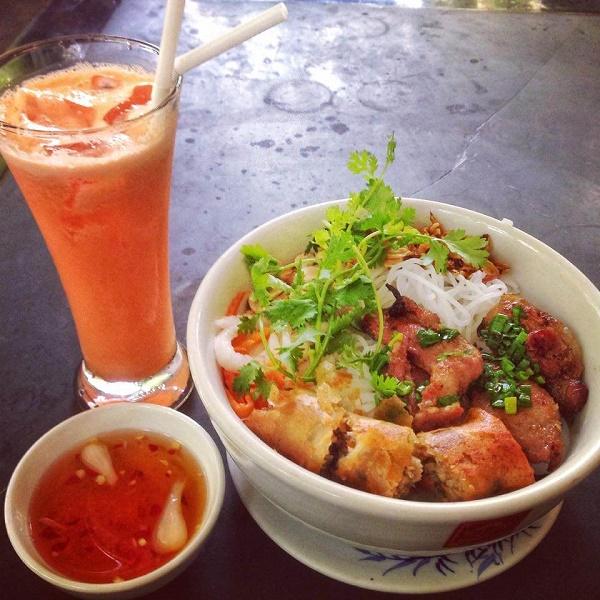 Cold vermicelli noodles with pork and spring rolls, Saigon, Vietnam