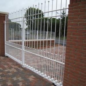 Cancello e recinzione con Sfere