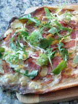 homemade Roman arugula and prosciutto cotto pizza