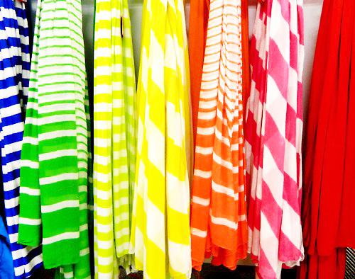 Kamu Memiliki Kulit Gelap? Warna Pakaian Ini Cocok Untukmu!