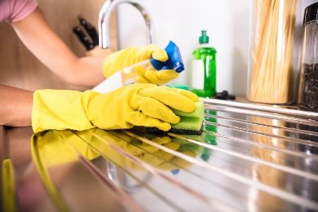 3 Cara Hilangkan Bau Tak Sedap dari Wastafel Cuci Piring