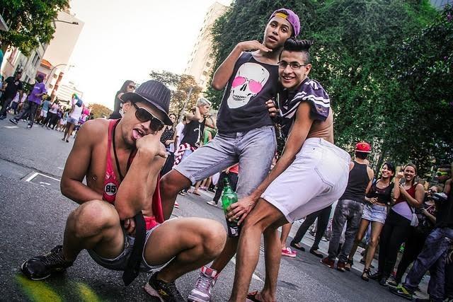 PARADA GAY  OSTIPOS NA PAGINA DO E