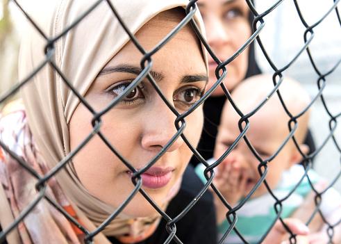 La Danimarca separa le famiglie dei rifugiati siriani, nei campi di deportazione per costringerli a tornare nella regione devastata dalla guerra