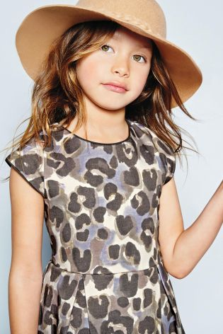 Animal print girl's dress - and that HAT!! Perfect!