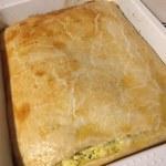 Plăcintă sărată cu brânză și dovlecei în tavă