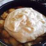 Tort cu mere și cremă de zahăr ars în pregătire