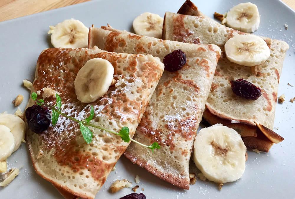 Clătite de post cu banane și lapte vegetal