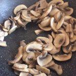 Ciuperci călite pentru zacuscă de ciuperci și ardei copți