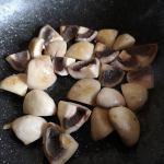 Ciuperci călite pentru ciulama de pui cu ciuperci