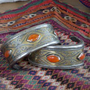 Turkmen Tekke bracelets in silver and gildings adorned with three cornelian beads