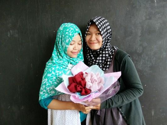 beswan KSE dengan hasil bouquet bunga hijab