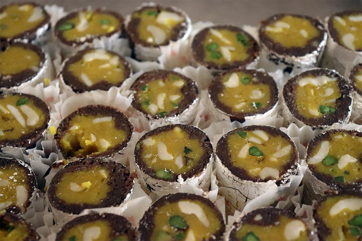Honey Roll Pahalwans Sweets