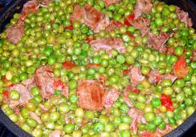 Mâncare de mazăre cu carne