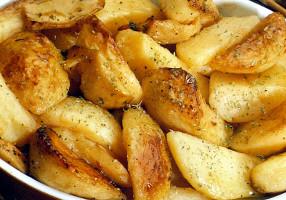 Cartofi la cuptor greceşti, cu ulei de măsline, lămâie şi oregano