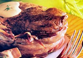 Muşchi de vită cu ciuperci, prosciutto şi cafea