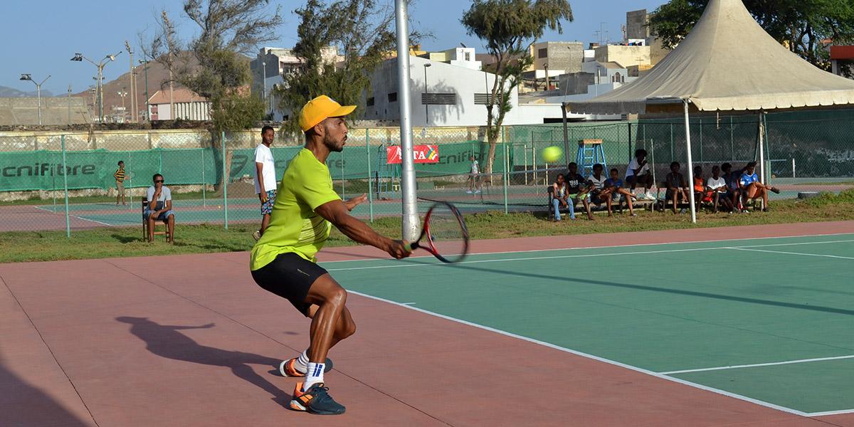 Nacional de ténis arranca Domingo: Títulos dos escalões sub-18, seniores e veteranos disputados por 28 campeões de quatro ilhas
