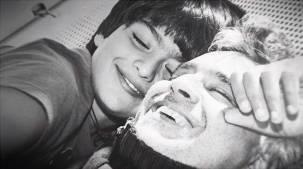 Andrea Bocelli e Matteo Bocelli em 'Fall On Me'. / Imagem: Internet.