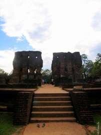Руины дворца в Полоннаруве даже сейчас потрясают воображение