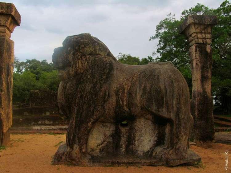Трон в виде льва в Полоннаруве