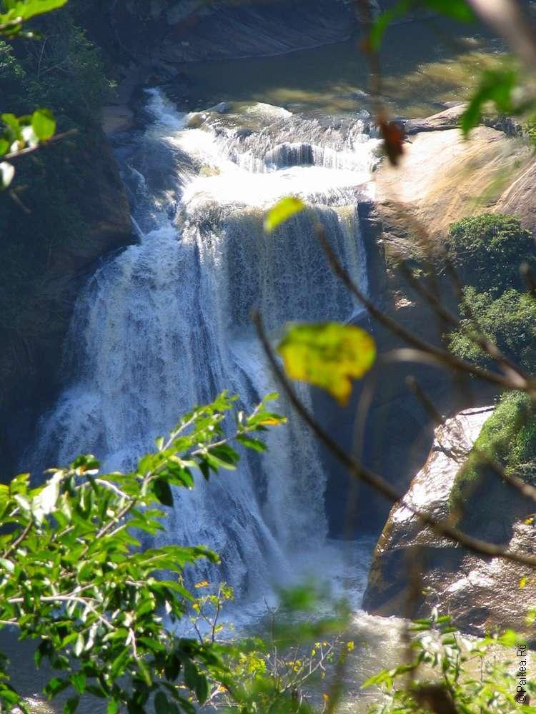 Водопад Шри-Ланки Куда Дунхинда