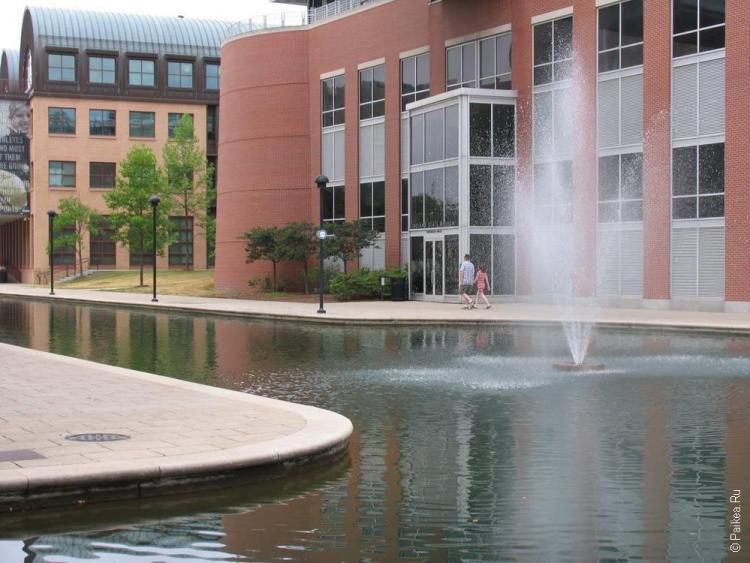 фонтан на канале Индианаполис