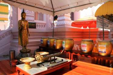Еще одна статуя Будды / Phra Pathom Chedi, Nakhon Pathom, Thailand