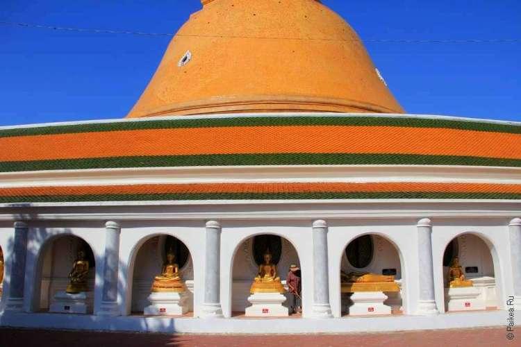 Ступа Пхра Патом в городе Накхон Патхом