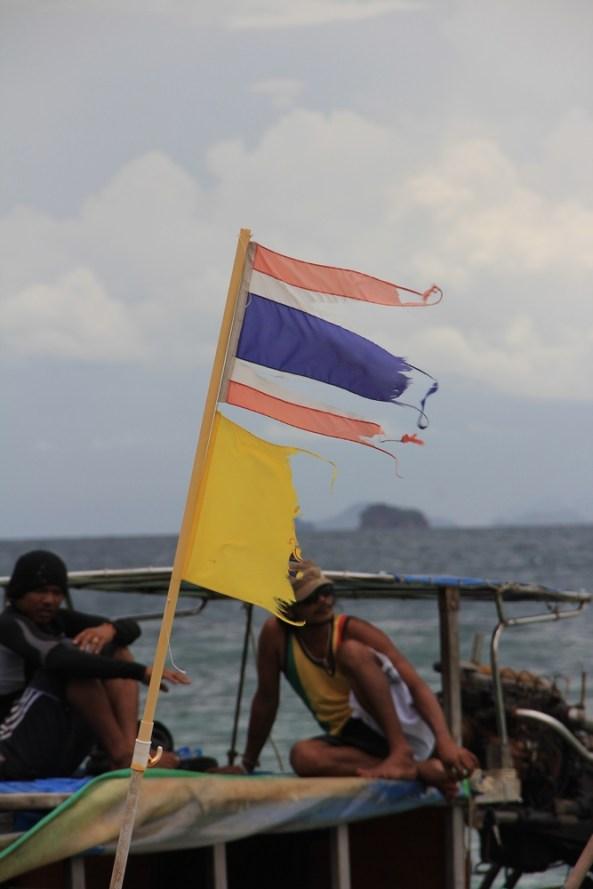Флаги на лодке экскурсия 4 острова краби