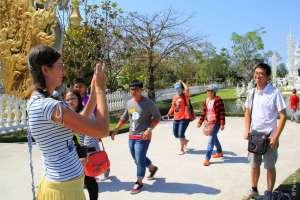 Туристы в Белом Храме