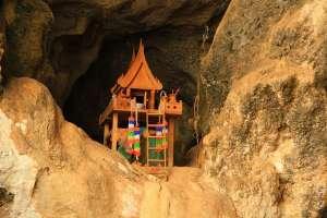 Домик духов в пещере Таиланда