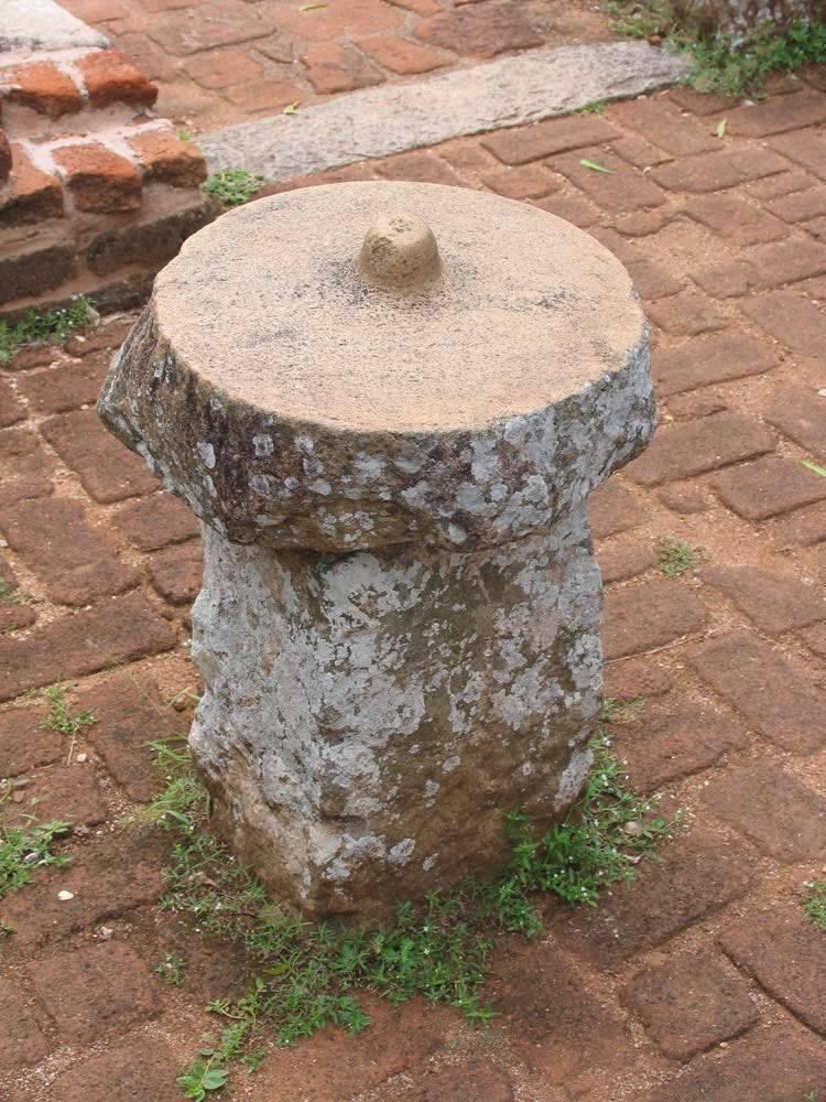 Загадочный предмет из Михинтале, Шри-Ланка. Гладкая поверхность обработана неизвестным инструментом
