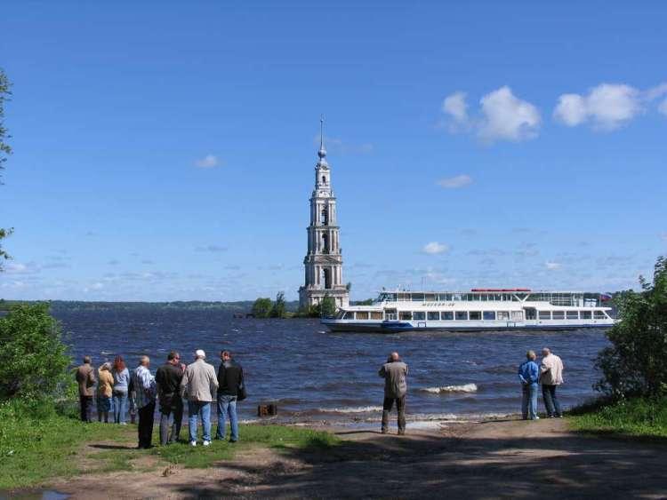 Туристы в городе Калязин