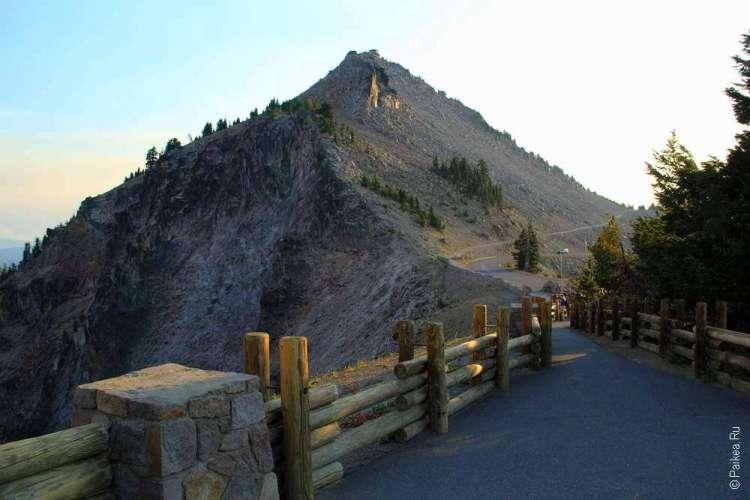 Забор и холм