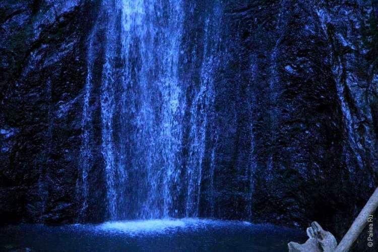 Озеро Полумесяца - Холодный цвет воды водопада