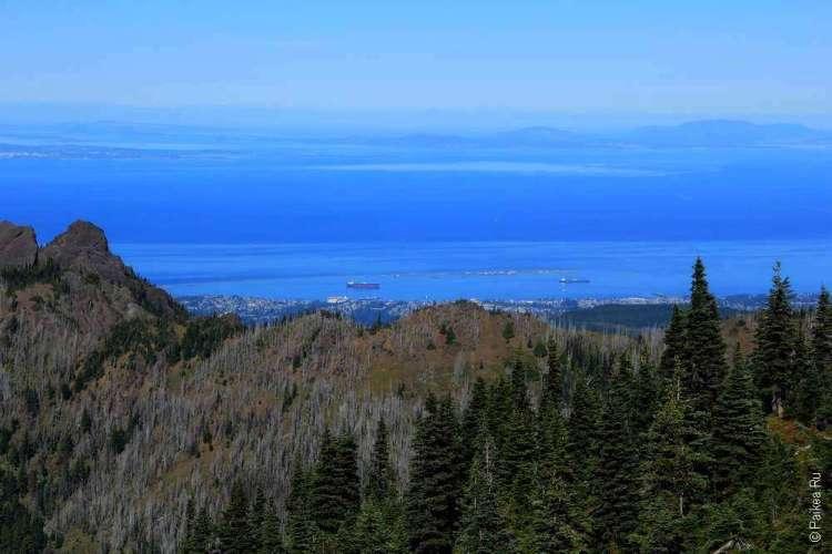 За горами видно Тихий океан