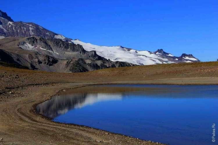 маунт рейнир ледник в горах и озеро