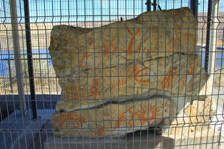 древние петроглифы в сша