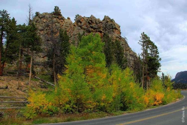Скалистые горы вдоль дороги
