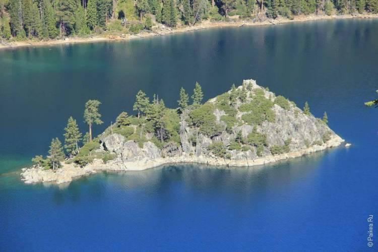 Остров Викингов на озере Тахо в США