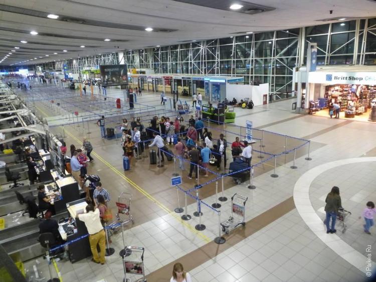 зал аэропорта сантьяго