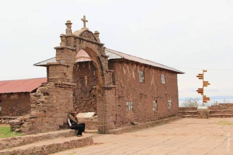 христианский храм на озере Титикака