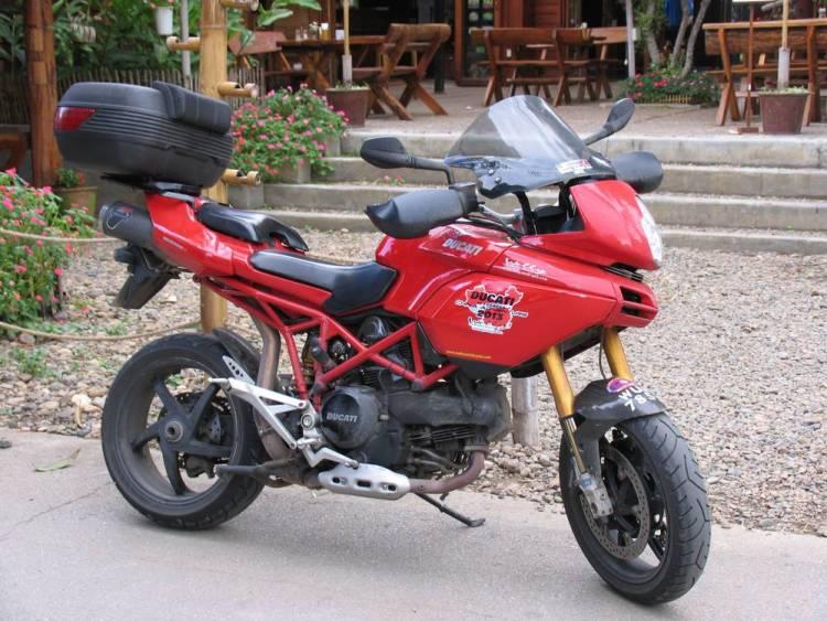 На большом мотоцикле под силу путешествовать только тренированному человеку